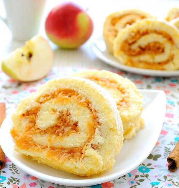 Шарлотка рулет с яблоками рецепт пошагово в духовке